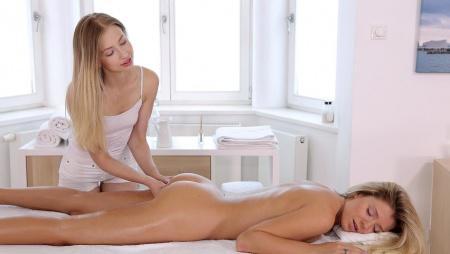 Лесбийский эротический массаж