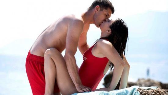 Русские нудисты занимаются сексом при людях на пляже