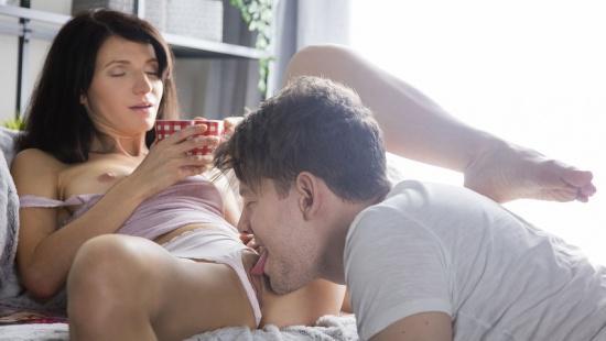 Сын разбудил мать родную кунилингусом