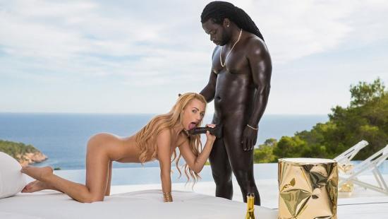 Африканец чпокает красивую блондинку
