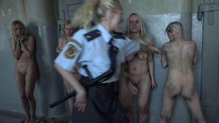 Порно изнасилование издательства в женской тюрьме реальные кадры