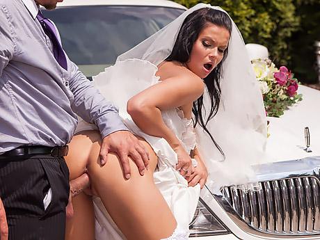 Невеста шлюха изменила с лучшим другом жениха